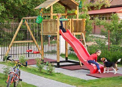 Loc de joaca copii Jungle Gym Chalet cu leagan Modul Swing Extra 2