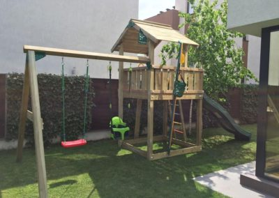 Turn chalet Jungle Gym cu un modul de leagan 2