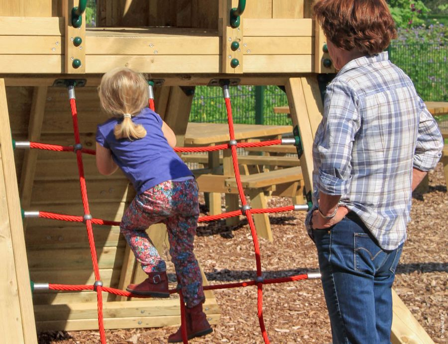 outdoor-play-equipment-for-schools-climbing-frame-q2s-2
